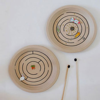 Mágneses útvesztő papírtányérokból - rajzolt labirintus játék