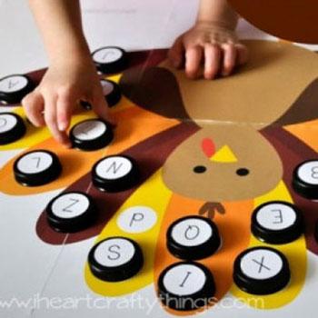 Pulykás betű párosító őszi játék műanyag kupakokból gyerekeknek