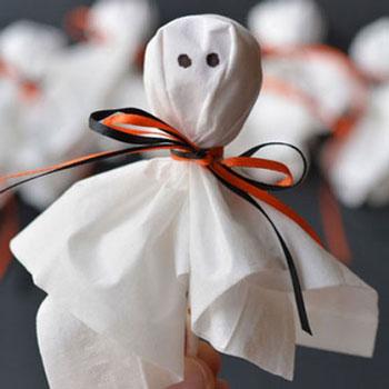 Halloween nyalóka szellemek egyszerűen papírzsepiből