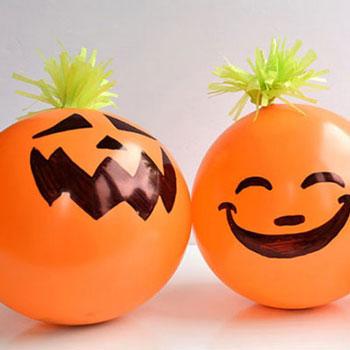 Ajándékokkal töltött vicces lufi Halloween tökök