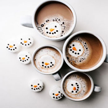 Vidám hóemberek pillecukorból tortabevonó csokival