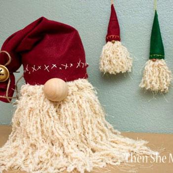Karácsonyfa dísz Mikulások (vagy téli törpék) fonalból és filcből