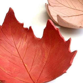 Őszi falevél alakú tálkák levegőn száradó agyaggal