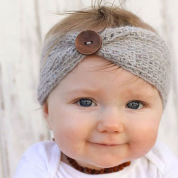 Cozy crochet headband with button (free crochet pattern)