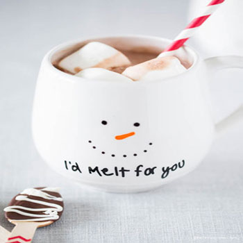 DIY painted snowman mugs - easy Christmas gift