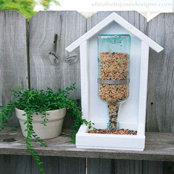 Téli madáretető fából és üres italos üvegekből (tervrajzzal)