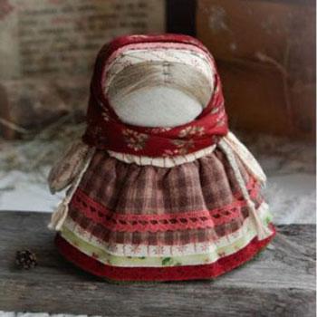 Téli skandináv stílusú babák egyszerűen farönkből kötözéssel