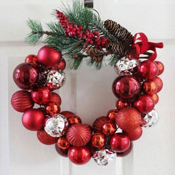 Karácsonyi koszorú villámgyorsan ( drótra fűzött gömbökkel )