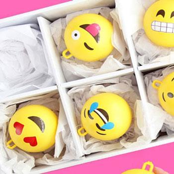 Emoji (hangulatjel) gömbök - karácsonyfadíszek
