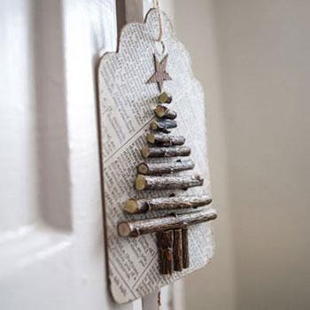 Faágakból készült karácsonyfás ajándékkísérő