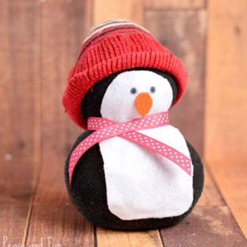 Zokni pingvin varrás nélkül egyszerűen - téli ötlet gyerekeknek