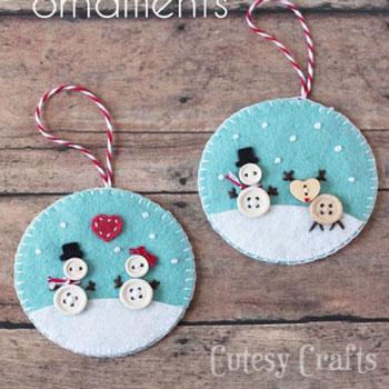 Aranyos hóemberes filc karácsonyfadíszek gombokkal