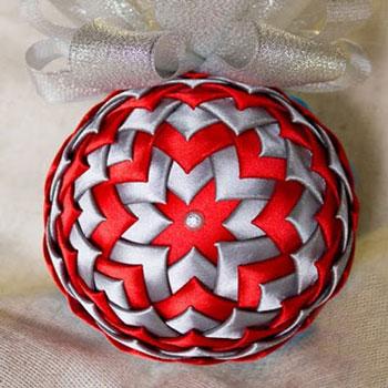 Hungarocell gömb karácsonyfadísz selyem szalagokkal ( kanzashi )