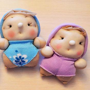 Aranyos babák zokniból és harisnyából - kreatív újrahasznosítás