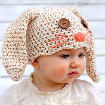 Cozy crochet bunny hat with button eyes (free pattern)