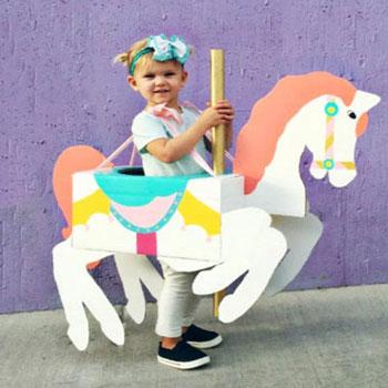 Körhinta lovas jelmez karton papír dobozból gyerekeknek