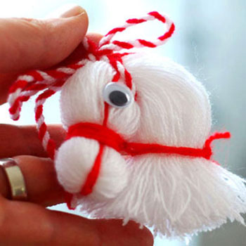 Cute horse head from thread
