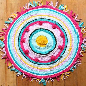 Textil szőnyeg szövés régi pólókból hulahopp karikával házilag