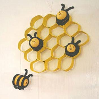 Méhecskés gyerekszoba dekoráció kinder tojásból és wc papír gurigából