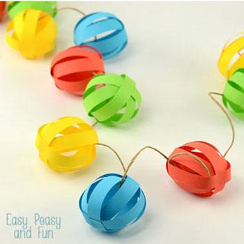 Színes papír gömb füzér egyszerűen - buli dekoráció