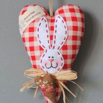 Szív alakú nyuszis húsvéti dekoráció textilből (szabásmintával)