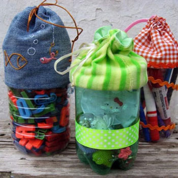 Tároló műanyag palackból textil behúzós zsák felsőrésszel