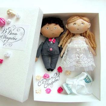 Férj és feleség baba ajándékdoboz - kreatív nászajándék