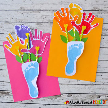 Papír virágcsokor kéz és láblenyomatokból - kreatív ajándék