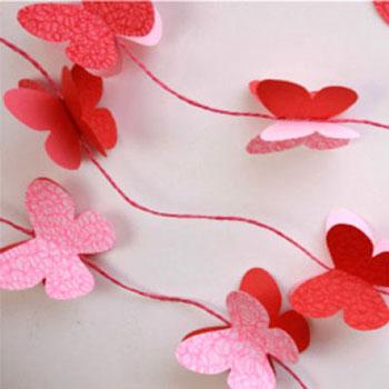 Egyszerű tavaszi ablakdísz papírból - papír pillangó füzér