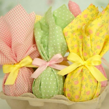 Easy and stylish way to wrap (chocolate) Easter eggs