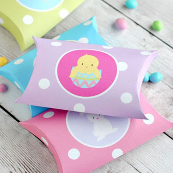 Cute Easter pillow boxes - gift boxes (free printable)