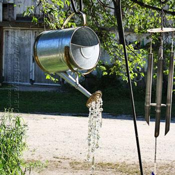 Vízkiöntő locsolókanna csillár kristályokkal - kerti dísz