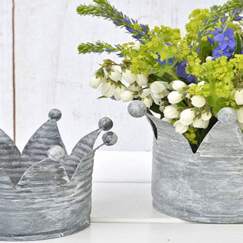 DIY Shabby-vintage crown shape planter from a tin can