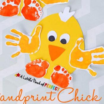Papír tojás csibe kéz és láblenyomatokból - ötlet gyerekeknek