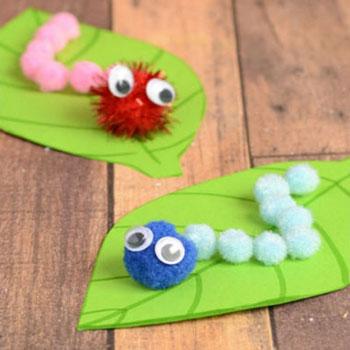 Pompon hernyók papír levélen - tavaszi ötlet gyerekeknek