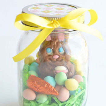 Easy DIY mason jar Easter gift with a chocolate bunny