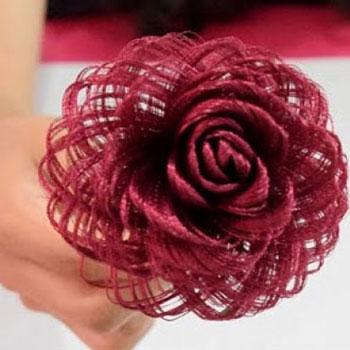 Gyönyörű varázslatos cérna rózsák szatén anyagból egyszerűen