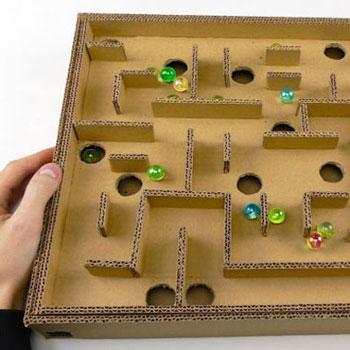 Golyó labirintus karton papírból - kreatív játék gyerekeknek