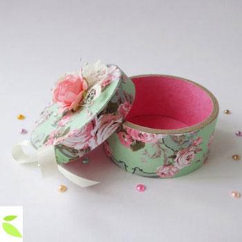 Kör alakú vintage ajándékdoboz ragasztószalag gurigából