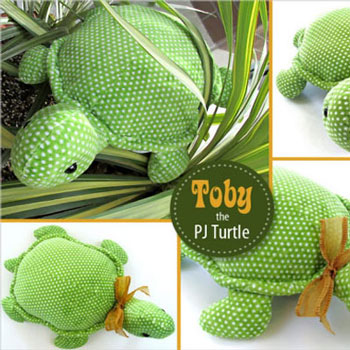 Toby the PJ turte - cute plushie pillow (free sewing pattern)