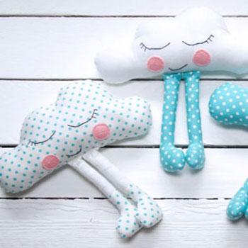 Plüss lábas felhőcskék - babajáték ingyenes szabásmintával