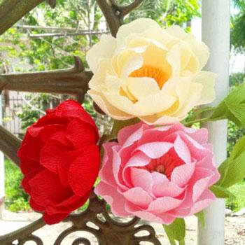 Gyönyörű és egyszerű pünkösdi rózsák krepp papírból
