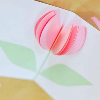 Egyszerű tavaszi tulipános (virágos) térbeli képeslapok papírból