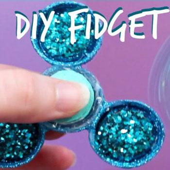 Fidget (stresszoldó) pörgettyű házilag műanyag kupakokból