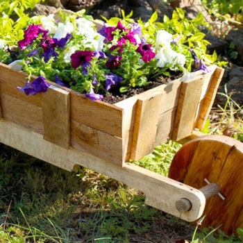 DIY rustic wooden wheelbarrow garden planter (free plan)