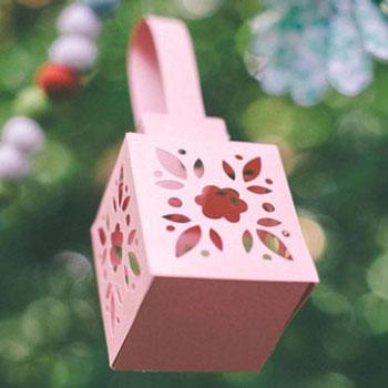 Virágos lámpás ( vagy ajándékdoboz ) papírból - ingyenes sablon