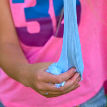 Slime készítés házilag egyszerűen mosószerből és ragasztóból