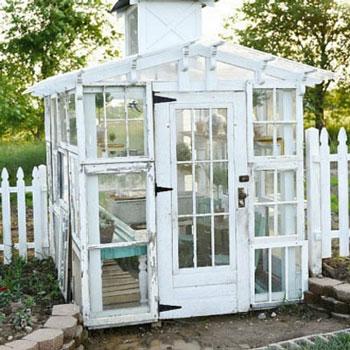 Vintage kerti üvegház régi bontott fa ablakokból - újrafelhasználás