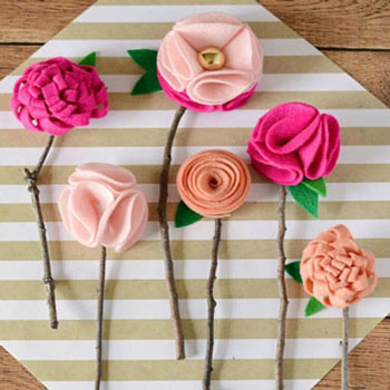 Egyszerű filc virágok faág szárral házilag - többféle minta