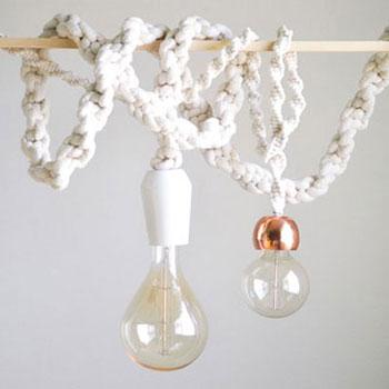 Makramé függő lámpa kötéllel és óriás izzókkal - lakberendezés